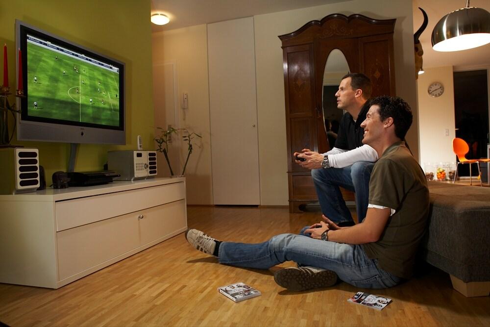 Vor allem Männer genießen Spiele gerne in gemeinsam.