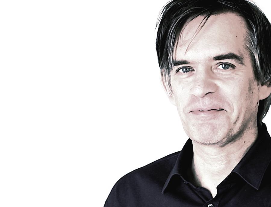 Martin Burckhardt, elektrischer Autor und Kulturtheroetiker, lebt in Berlin. Einige Monographien zur Kulturgeschichte der Maschine, daneben künstlerische Arbeiten, in den letzten Jahren eine intensiver werdende Beschäftigung mit Spielen und Spieleprogrammierung.
