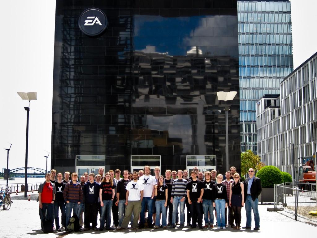 Das Team der Rabbyte Studios war kürzlich zu Besuch bei EA Köln und gab einen ersten Einblick in das EDU II-Projekt. Außerdem diskutierten wir intensiv über aktuelle Entwicklungen in der Games-Branche.