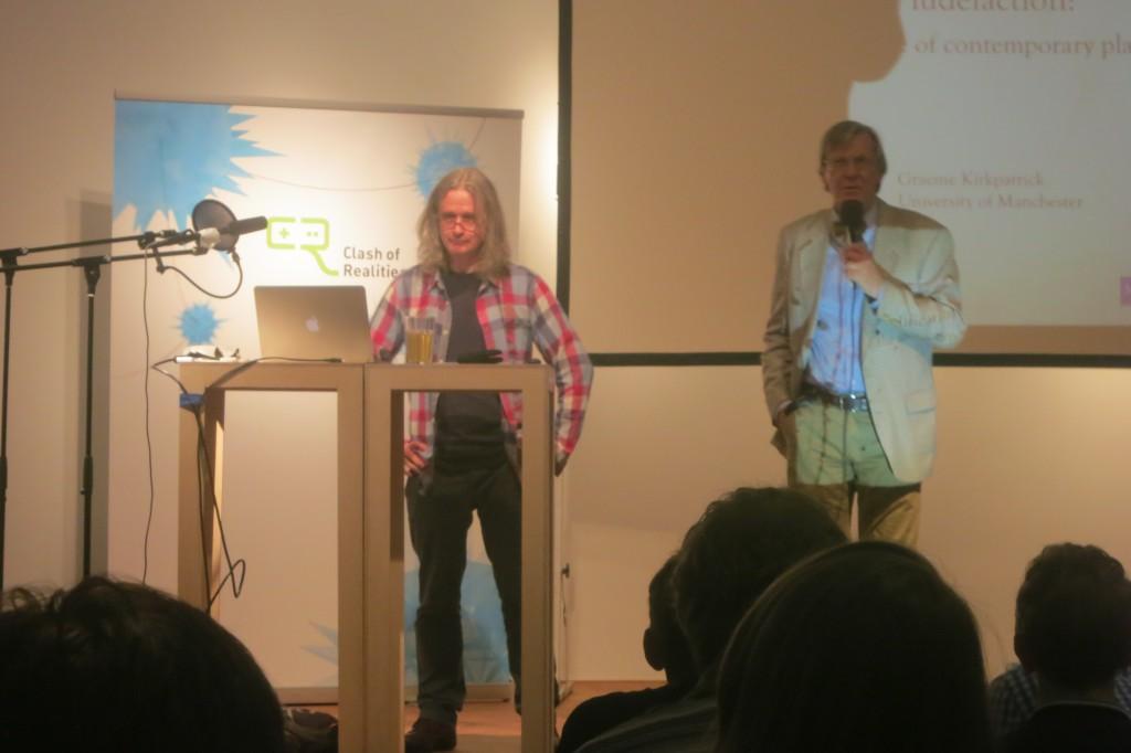Prof. Dr. Winfred Kaminski stellt seinen Kollegen Graeme Kirkkpatrick vor.