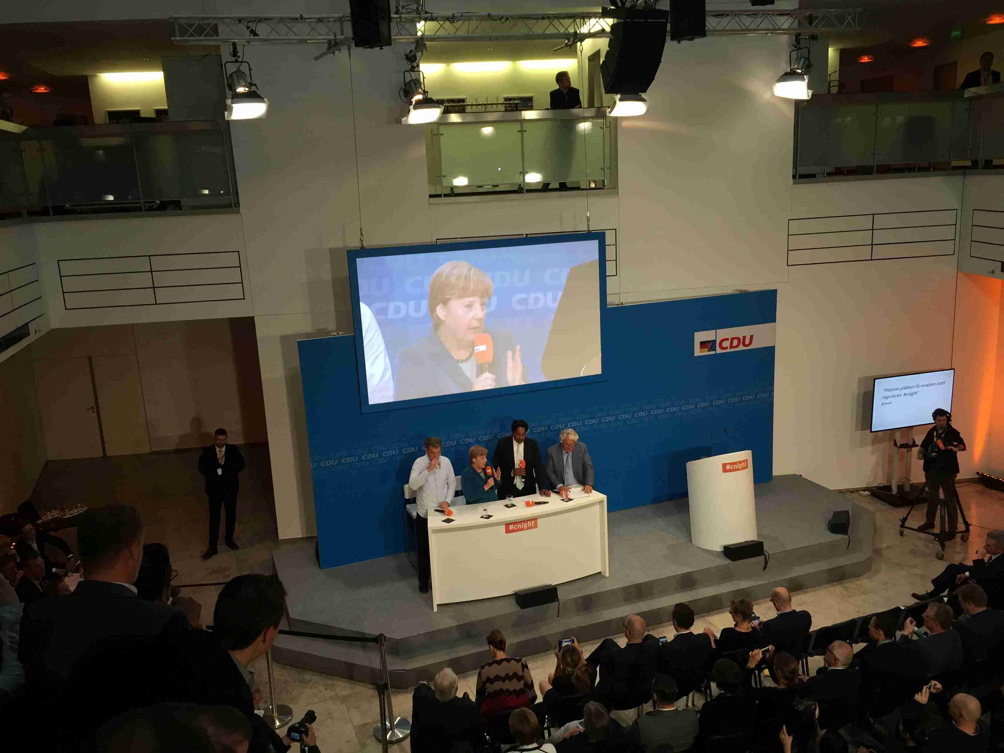 Auch Angela Merkel diskutierte auf der #cnight zum Thema digitaler Wandel.