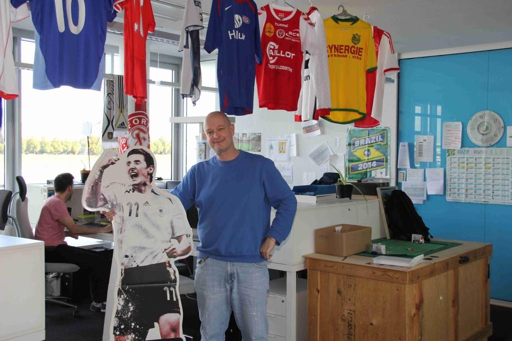 Beim EA FIFA Datenbank Team unter Michael Müller-Möhring gehts offensichtlich um Fussball