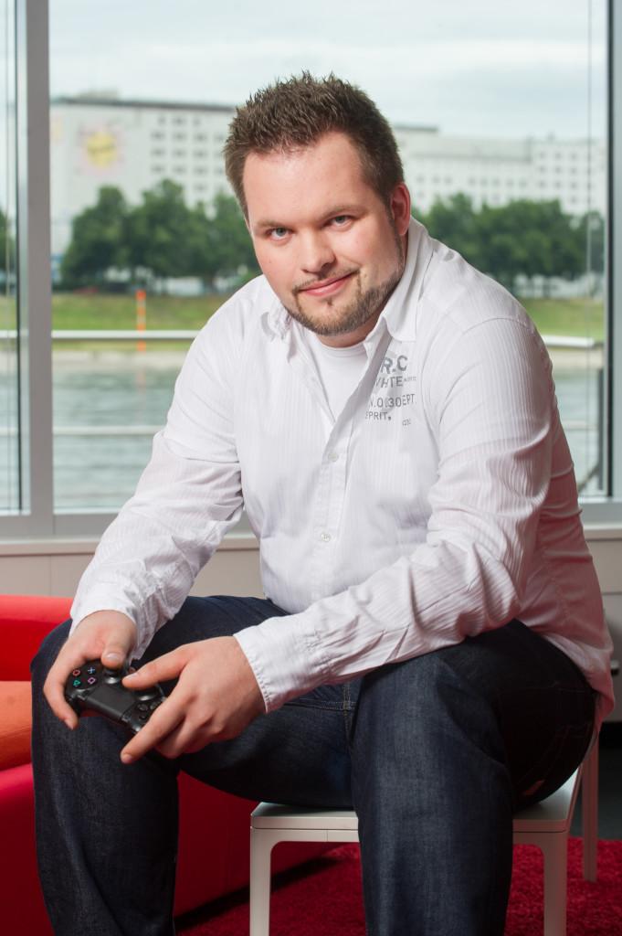 Leidenschaft zum Spielen gehört für Christian Dombert (EA Social & Community Manager) einfach dazu.